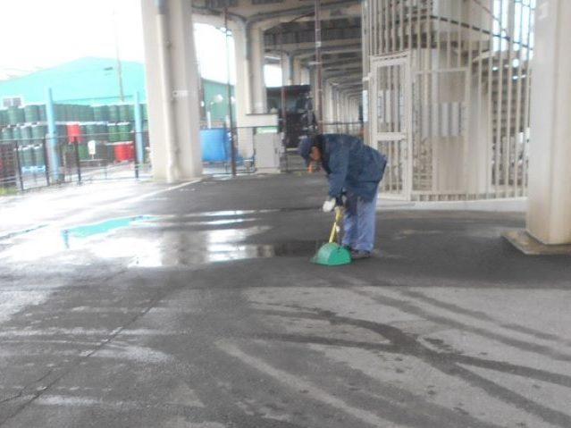 高速道路高架下駐車場の清掃・巡回